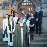 Vihityt ja muut UTV-valmennukseen osallistuneet piispan ja ohjaajiensa kanssa